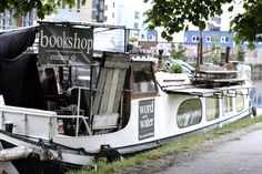 I have always thought that books and water JUST don't mix, but this proves me wrong.... A great little floating bookshop