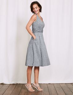 Who needs a fairy godmother when dressing up is this easy? Slip on this elegant dress, with its cinched-in waist, for an instant hourglass shape. It's made from cotton and linen so you'll stay cool, and we've granted you one more wish: pockets.