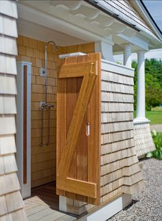 We're dreaming of an outdoor shower in the middle of summer!