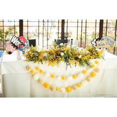 …♡eriko♡…(@eee_wedding1024) 「✩ . #高砂装花 . ヘッドパーツに合わせて 高砂・会場装花にも #ミモザ をもりもり . 高砂の下に付けたガーランドは 100円の毛糸でポンポンを作って麻紐でつなげました .…」