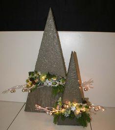 Christmas Craft Fair, Diy Christmas Tree, Xmas Tree, Christmas Time, Christmas Wreaths, Christmas Ornaments, Christmas Flower Arrangements, Unique Flower Arrangements, Christmas Flowers