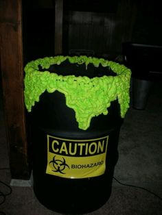an old 55 gal barrel, black paint, a caution sticker and spray foam painted neon green! Add a fog machine in the bottom and watch peoples reactions! trash can for halloween party Halloween Designs, Halloween Town, Halloween Hacks, Diy Halloween Projects, Happy Halloween, Hallowen Ideas, Halloween Haunted Houses, Holidays Halloween, Halloween Costumes