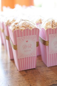 Pink popcorn boxes + gold glitter tape/ribbon with homemade caramel corn by Annie's Eats. Botanas Para Baby Shower, My Bridal Shower, Bridal Shower Favors, Wedding Favours, Party Favors, Bridal Showers, Wedding Ideas, Popcorn Bar, Popcorn Boxes