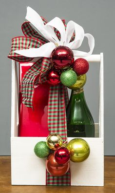 2017 Christmas Gifts, Christmas Gift Baskets, Christmas Stockings, Christmas Crafts, Wine Baskets, Gift Hampers, Ornament Wreath, Decoupage, Balloons