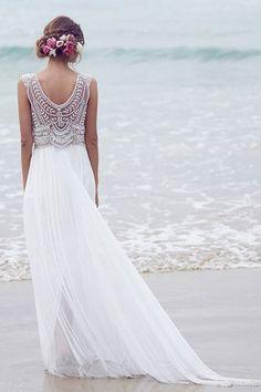 Bonito vestido de novia de estilo romántico vintage decorado en gasa y pedrería. Modelo Madisson de la colección Spirit.  Vestidos de novia de Anna Campbell de Venta en Epaña