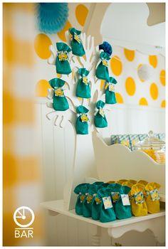 suikerboontjes CIS presentatie voor babyborrel geboortefeestje kleuren groen/geel obar - houten presentatieboom