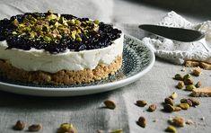 Perfekt cheesecake med sprød kiksebund, cremet ostemasse og letsyrlig solbærmarmelade. Cheesecaken skal ikke bages og indeholder ikke husblas, så den er nem og hurtig at lave og smager fantastisk.…