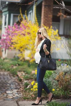 Maternity styles 214202526001394515 - Barefoot Blonde Source by lilliness Spring Maternity, Stylish Maternity, Maternity Wear, Maternity Fashion, Maternity Styles, Maternity Swimwear, Pregnancy Looks, Pregnancy Outfits, Pregnancy Style