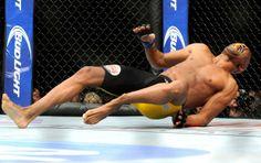 MediaZew: UFC Anderson Silva Brutally Breaks Leg In Loss To Chris Weidman. Ronda Rousey Defeats Miesha Tate To Retain Belt. Segundo Round, Mma, Anderson Silva, Ufc Titles, Las Vegas, Miesha Tate, Conference Talks, Ultimate Fighting Championship, Legs