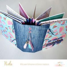 Mini Albums Scrap, Mini Scrapbook Albums, Scrapbook Paper Crafts, Diy Scrapbook, Handmade Notebook, Handmade Journals, Handmade Books, Diy Gifts Videos, Friend Scrapbook