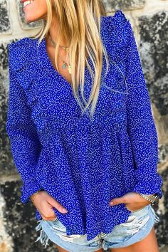 Une blouse bleu électrique qui donnera du peps à vos looks, été comme hiver Peps, Look Short, Comme, Classic, Collection, Fashion, Fashion Clothes, Blue Blouse, Electric Blue