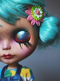 Kiwi... I think I just found a new obsession.  I need to get a Neo blythe doll!!