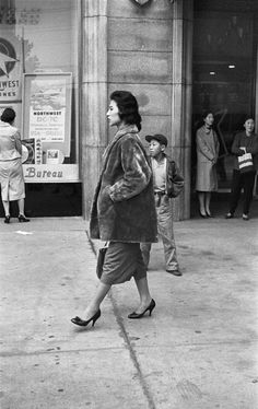 Seoul, Korea, Han Youngsoo photographed Seoul as it rebuilt itself after the war into a sleek modern city – and captured its people in beautifully composed images Rare Photos, Vintage Photographs, Old Photos, Vintage Photos, Time In Korea, Seoul Korea, Korean Fashion Trends, Korean War, Life Pictures