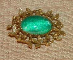 Vintage-Goldette-Brooch-Pin-Green-Mottled-Art-Glass-cabochon-center-floral-frame