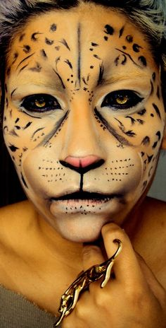 Schminken Cool Halloween make-up tips for a unique look Lawn And Landscape Watering Tips Article Bod Halloween Looks, Costume Halloween, Halloween Face Makeup, Creepy Halloween, Halloween Season, Makeup Fx, Beauty Makeup, Animal Makeup, Cheetah Makeup