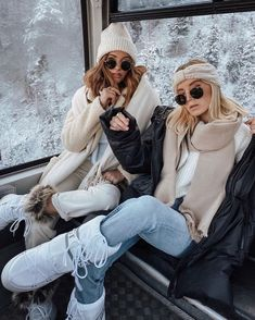 Tag your Best Friend. Ski Fashion, Winter Fashion Outfits, Fall Winter Outfits, Autumn Winter Fashion, Retro Fashion, Fashion Tips, Photos Bff, Friend Pictures, Mode Au Ski