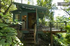 Tiny Treehouse Vacation Rental with Ocean View in Hawaii