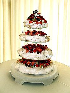... Wedding cake on Pinterest | Pavlova, Pavlova cake and Picnic weddings