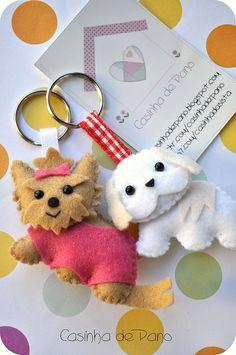 Mobile w these dogs Dog Crafts, Animal Crafts, Felt Crafts, Diy And Crafts, Felt Christmas Ornaments, Christmas Crafts, Craft Projects, Sewing Projects, Felt Dogs
