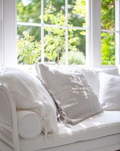 Farmhouse Chic, Simple House, Pillow Cases, Pillows, Living Room, Interior Design, Bed, Furniture, Home
