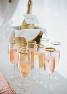 Rose Champagne in glitter champagne glasses