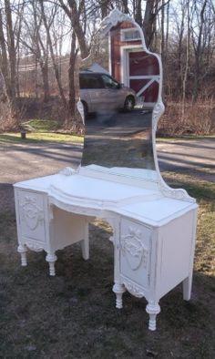 Art deco tierra top mirrored vanity painted white