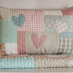 Set cot quilt with matching pillow slip peachy pink hearts Baby Patchwork Quilt, Cot Quilt, Patchwork Cushion, Quilted Pillow, Quilt Baby, Quilt Block Patterns, Quilt Blocks, Hexagon Quilt, Quilting Projects