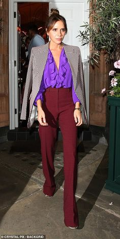 Posh Spice looked as chic as ever in a purple, ruffled blouse, burgundy trousers and a patterned blazer draped over her shoulders outfit blazer Victoria Beckham looks chic as she's joined by David and their kids Style Victoria Beckham, Victoria Beckham Outfits, Victoria Beckham Fashion, Outfits Inspiration, Mode Inspiration, 90s Fashion, Autumn Fashion, Fashion Outfits, Burgundy Fashion