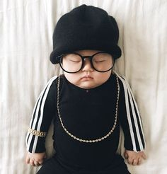 Mom Dresses up Her Adorable Baby Girl Every Time She Falls Asleep – DIY Geschenke und Hochzeit So Cute Baby, Baby Kind, Cute Babies, Baby Cosplay, Beyonce, Run Dmc, Unique Halloween Costumes, Cool Costumes, Amazing Costumes