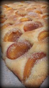 Vegyes saláta: Sárgabarackos pite Hot Dog Buns, Hot Dogs, Pretzel Bites, Sweets, Bread, Food, Gummi Candy, Candy, Brot