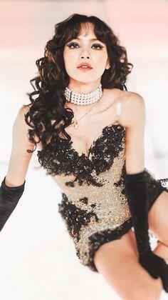 Blackpink Fashion, Runway Fashion, Kpop Girl Groups, Kpop Girls, Rapper, Bts Black And White, Blackpink Photos, Jennie Blackpink, Just Girl Things