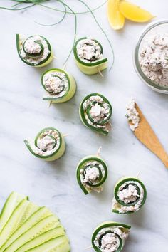 These crunchy cucumber rolls with herb cheese are the perfect afternoon snack.