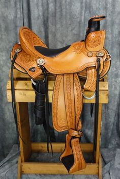 Beautiful hand carved Cascade Wade By allegany Mountain Trail Saddles! www.trailridingsaddles.com #trailsaddle #wadesaddle #customsaddle