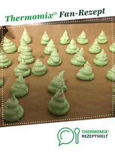 Mitbringsel Weihnachten – Baiser-Bäumchen – Plätzchen/Kekse Christmas souvenir – meringue tree – cookies / biscuits from Wuchen. A Thermomix ® recipe from the Sweet Baking category at www.de, the Thermomix ® Community. Creative Desserts, Desserts For A Crowd, Meringue, Christmas Presents, Christmas Cookies, Christmas Christmas, Biscuits, 1200 Calorie Diet Plan, Kneading Dough