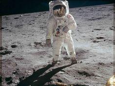 Buzz Aldrin caminha na superfície da lua a 20 de julho de 1969 | REUTERS/NASA