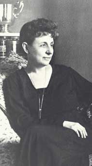 """Penelope Delta (1874-1941) was a Greek writer, mainly writing novels for children. Born in Alexandria, Egypt, she was very passionate about Greece, where she left her last breath. She is best known for her novel """"Paramythi horis onoma"""" (1910), """"Trelantonis"""" (1932) and """"Sta mystika tou valtou"""" (1937). Greece Pictures, Old Pictures, Greek Woman, Benaki Museum, Greece Photography, Alexandria Egypt, Greek History, Greek Culture, Important People"""