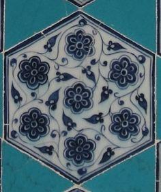 Edirne Muradiye Mosquée située à Edirne datant de 1435. Elle est décorée de céramiques par des artistes d'origines diverses, mais d'un exceptionnel talent
