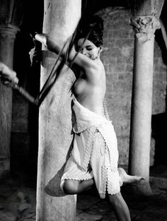 Barbara Steele enjoys the whip... in 'The Incredible Army of Brancaleone' (1966). Additional information: http://www.anangelforsatan.com/blog/barbara-steele/italian-film-festival-vittorio-gassman-barbara-steele-larmata-brancaleone/