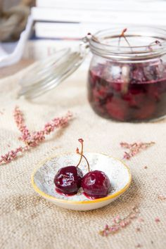 lacucharazul_cerezas_almibar_ron_3 Ron, Cherry, Food And Drink, Fruit, Desserts, Cupcakes, Ideas, Homemade Liquor, Easy Food Recipes