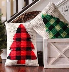 25 Crochet Christmas Patterns to Try - A More Crafty Life Crochet Christmas Trees, Christmas Crochet Patterns, Plaid Christmas, Christmas Crafts, Holiday Crochet, Christmas Stockings, Plaid Crochet, Irish Crochet, Crochet Hats