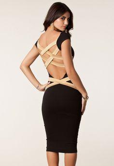 Un elegante Vestido en color negro y color tierra ajustado al cuerpo. Tiene bonitos detalles en la espalda formando diferentes bandas de color tierra que hacen de este vestido un vestido inusual y original. Un Vestido que no verás repetido en ninguna fiesta a la que asistas.  Código producto: DL1055a un descuento Vestido Negro Millenium