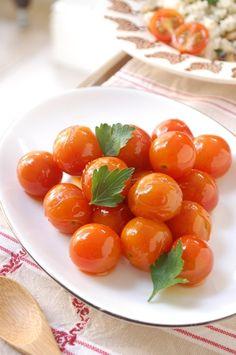 エリオットゆかりさんが作った「真っ赤なトマトの小さなおかず」のレシピです。「真っ赤な可愛いころころプチトマト☆ 食べるだけで元気をチャージ出来そうでしょ。(笑) 豆板醤の辛みとトマトの甘さが良く合う1品です。 ヘルシーな野菜のおかずです♪」