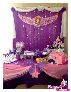 Bonitas ideas para tu próxima fiesta de la Princesa Sofía. Consigue todo para tu fiesta en nuestra tienda en línea: http://www.siemprefiesta.com/fiestas-infantiles/ninas/articulos-princesita-sofia.html?utm_source=Pinterest&utm_medium=Pin&utm_campaign=Sofia