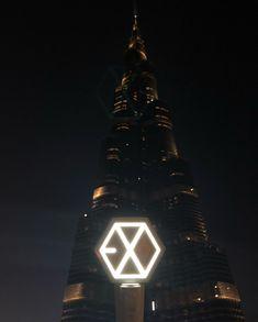 180116 EXO in Dubai Lightstick Exo, Baekhyun Chanyeol, Kpop Exo, Exo Merch, Exo Korean, Korean Guys, Exo Lockscreen, Best Albums, Bts And Exo
