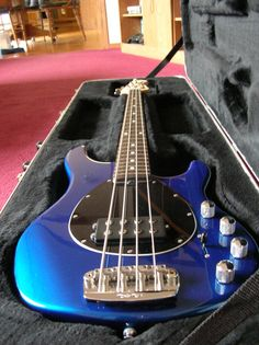 Music Man Stingray 4 Blue Pearl Bass