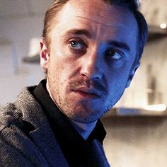Finally found a gif of the kiss! I might die of happiness! Tom Felton Harry Potter, Draco Harry Potter, Harry Potter Actors, Dramione, Drarry, Julian Albert, Tom Feltom, All I Want For Christmas, Image Pinterest