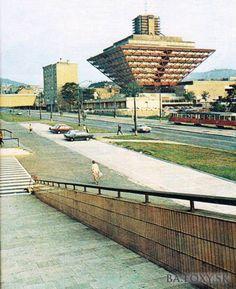 tu sme sa v zime šmýkali na sáčkoch Bratislava Slovakia, Modernisme, Socialism, Old City, Beautiful Buildings, People Quotes, Art Images, Old Photos, Stairs