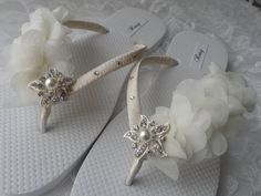 Ivory Bridal Flip Flops / Beach Wedding Flip by RossyAccesorios Bride Flip Flops, Wedding Flip Flops, Beach Flip Flops, Wedding Slippers, Wedding Shoes, Pretty Shoes, Arts And Crafts, Ivory, Jewelry Making
