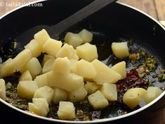 aloo palak recipe | Punjabi style aloo palak sabzi | aloo palak sukhi sabzi | Aloo Palak Recipe, Aloo Recipes, Punjabi Food, India Food, Stir Fry, Food Photo, Fruit Salad, Vegan Vegetarian, Spinach