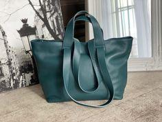 sac-cabas-cuir-graine-bleu-petrole (5) Tote Bag, Madewell, Bags, Nice Purses, Italian Leather, Teal, Handbags, Totes, Bag